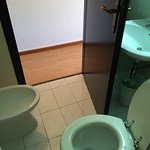 Camera 511,bagno,corridoio al piano...
