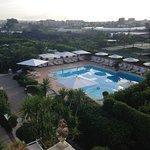 vue de la piscine dans le parc