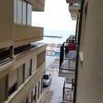 veduta del mare dalla finestra