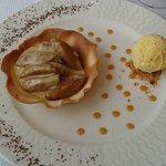 Un dessert tout simple mais délicieux! Pomme caramélisée et glace, un régal!
