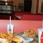 صورة فوتوغرافية لـ Uniburger
