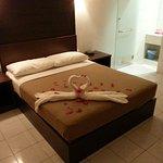 Decoration et salle de bain  restaurant de l'hôtel à côté