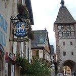la façade de l'hôtel & la tour