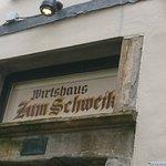 """Der alte Eingang zum Wirtshaus """"Schwejk"""" ist so belassen, wie er war."""