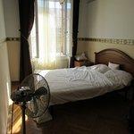 Room, a bit noisy (Chambre avec double fenêtres mais bruyant tout de même)