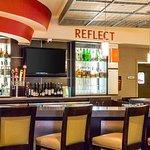 Foto di Reflect Bistro Inside Cambria Suites Hotel