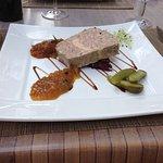 Entrée : terrine de campagne au foie gras