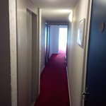 Couloir 3eme étage, étroit !