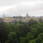 magnifica vista del casco antiguo de Vitoria, y el parque en primer plano
