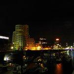 Nachts im Medien-Hafen
