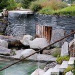 Naturteich mit Wasserfall