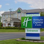 Photo de Holiday Inn Express Hotel & Suites