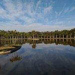 Lago com caminhada
