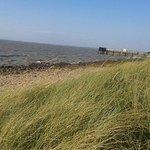 plage à marée haute près du camping
