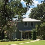 The Roundtop Inn grounds are well kept and surrounded by Regal Oaks that are hundreds of years o