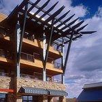 Newpark Hotel PlazaExterior (day)
