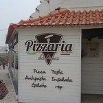 Óptimo serviço de mesa, espaço amplo e  convidativo.  Recomendamos vivamente as massas e pizzas.