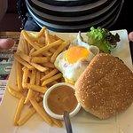 burger à cheval et son accompagnement