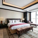 Holiday Inn Beijing Focus Square 1 King Bed Fangheng Suite Room
