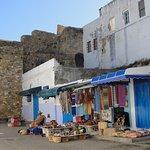 Comercio de Souvenirs en Azilah-Marruecos