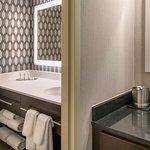 Foto de DoubleTree by Hilton Hotel Chicago Wood Dale - Elk Grove