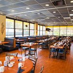 Sunny's Bar & Grill: Breakfast, Dinner, Room Service and Bar