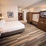 Photo de Holiday Inn Express Hotel & Suites Lexington- Downtown / University