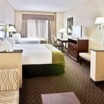 Photo de Holiday Inn Express Hotel & Suites Miami