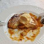 Tarte fine au pomme et sa boule de glace à la vanille