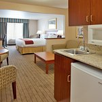Photo de Holiday Inn Express Lawrence