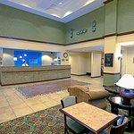 Photo de Holiday Inn Express Hotel & Suites Tempe
