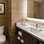 Foto de Holiday Inn Express Hotel & Suites Pasadena Colorado Blvd.