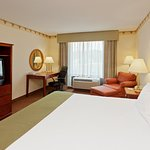 Photo de Holiday Inn Express Hotel & Suites North East