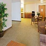 Photo de Holiday Inn Express Hotel & Suites Oklahoma City-Bethany