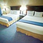 Foto de Holiday Inn Express Grover Beach-Pismo Beach Area