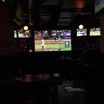 Hoops Sports Bar and Grill의 사진