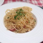 Spaghetti in Olivenöl mit Knoblauch und Peperoncini