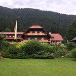 Zugang zum Weißensee inkl Saunabereich und das traditionsreiche Hotel Enzian