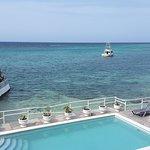 Ein kleiner Pool, ein kleiner, schöner Strand und ein wunderschöner Blick