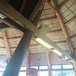 Arredamento in legno. Originale anche il soppalco