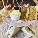 A lovely cream tea for lunch... Wish we lived closer!!