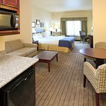 Photo of Holiday Inn Express & Suites Marshall