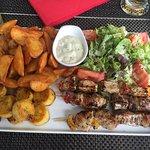 Bokit complet et brochette de poulet à la plancha -> un délice (viande super tendre 😍) 👍