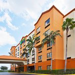 Photo de Holiday Inn Express & Suites Fort Lauderdale Airport West