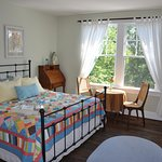 Cheerful, comfortable guest room.
