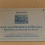 La targa riservata ai Locali Storici