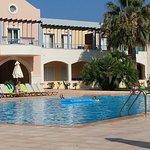 Ved ett av hotellets bassenger.