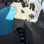 Piscine fermee le jour de notre sejour alors que nous avions choisi cet hotel pour la piscine.