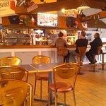 restaurant ,bar,épicerie sur la gauche,une piéce pour la fiesta une autre pour jeux baby foot ex