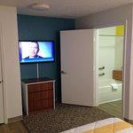 "All rooms come with 42"" HD TV with Dish Satillite and Showtime line up"
